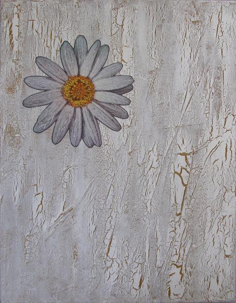 Daisy On Crackle by Linda Calverley