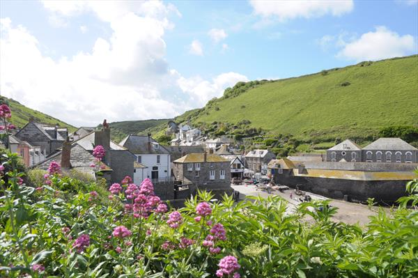 Port Isaac harbour view by Heidi Rowell