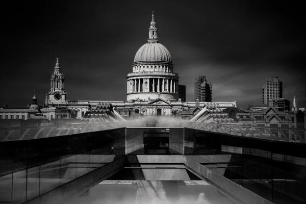 St Pauls Cathedral London by David Henderson