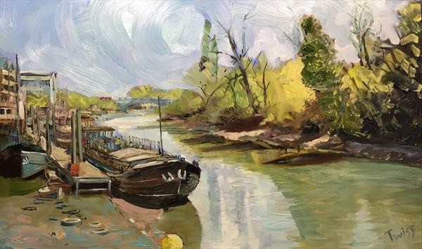 Barge at low tide on the Thames, near Kew Bridge. by Justin Twigg