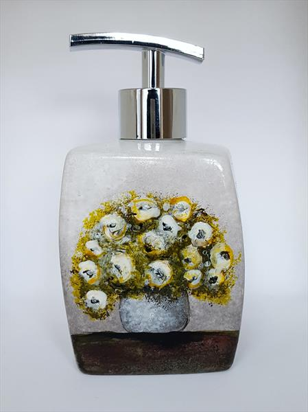 VASE WITH WHITE FLOWERS SOAP DISPENSER by Cinzia Mancini