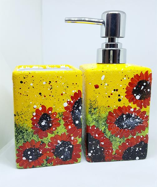RED DAISIES SOAP DISPENSER & TUMBLER by Cinzia Mancini
