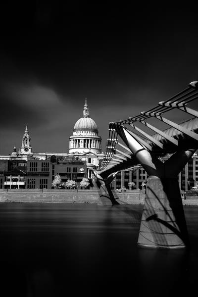 St Paul's Cathedral London by David Henderson